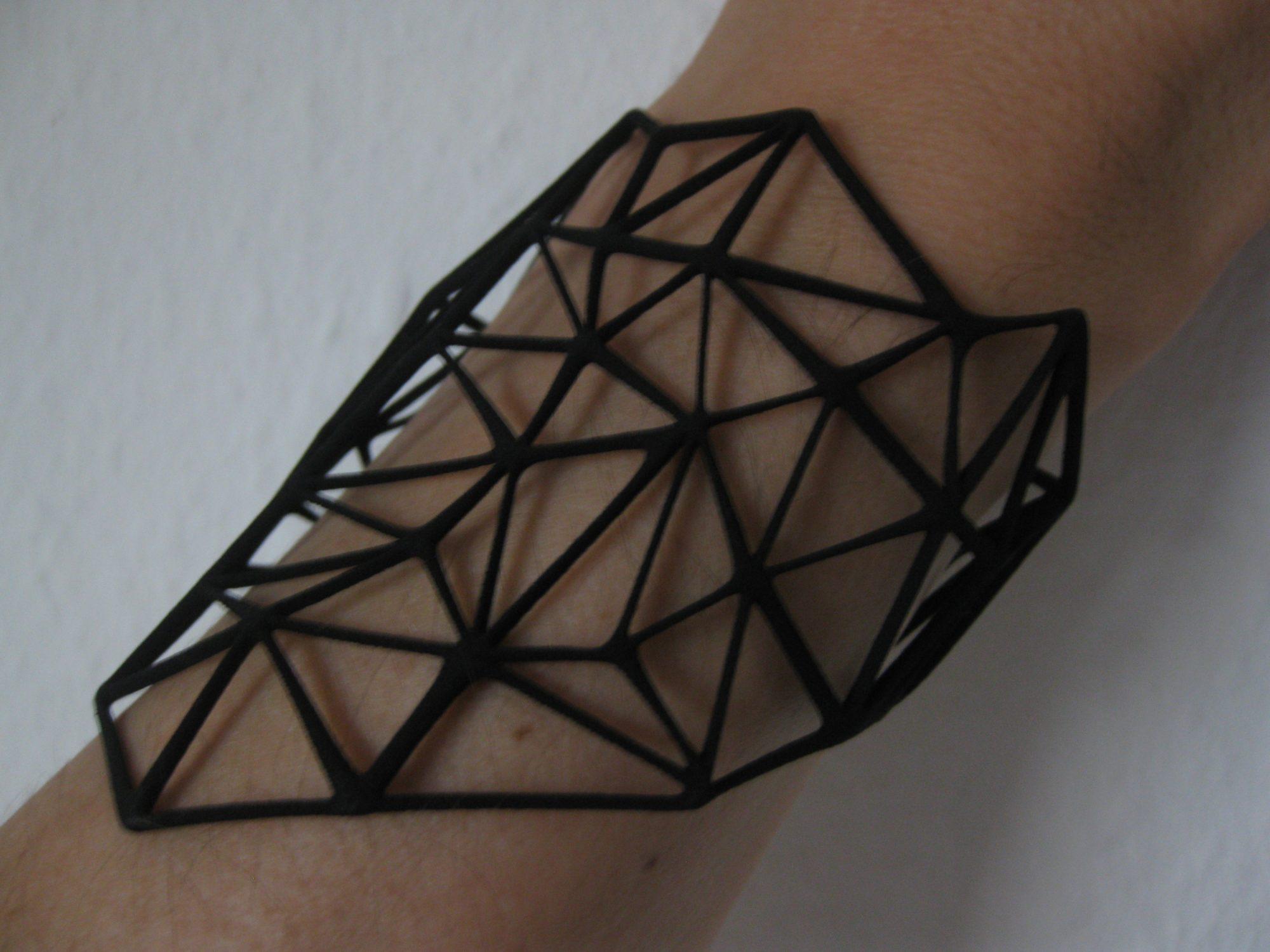 Detail of the PLA bracelet